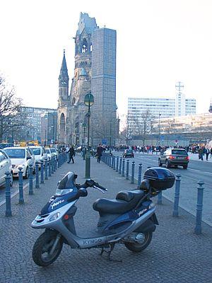 Zbytky Pamětního kostela císaře Viléma, jeden ze symbolů Západního Berlína.